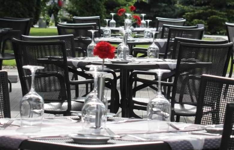 Holiday Inn Sofia - Terrace - 81