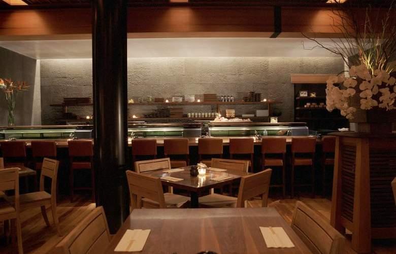 6 Columbus - Restaurant - 3