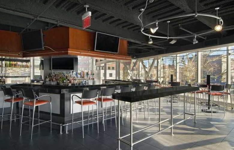 Hilton Providence - Bar - 8