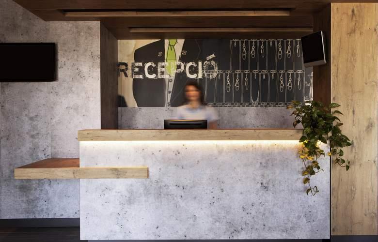 ibis budget Aeropuerto Barcelona Viladecans - General - 1