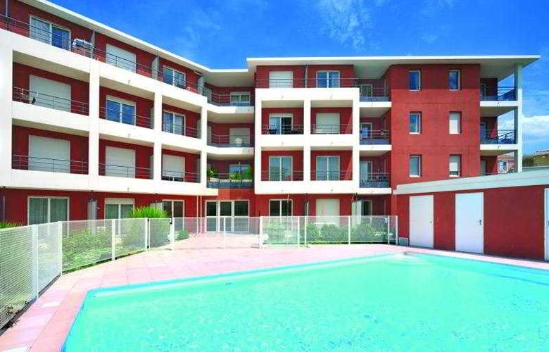 Appart'City Aix-en-Provençe - La Duranne - Pool - 4