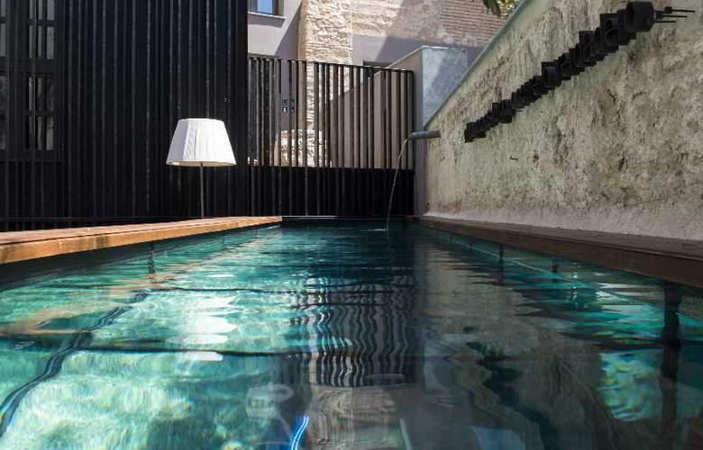 Caro Hotel - Pool - 14