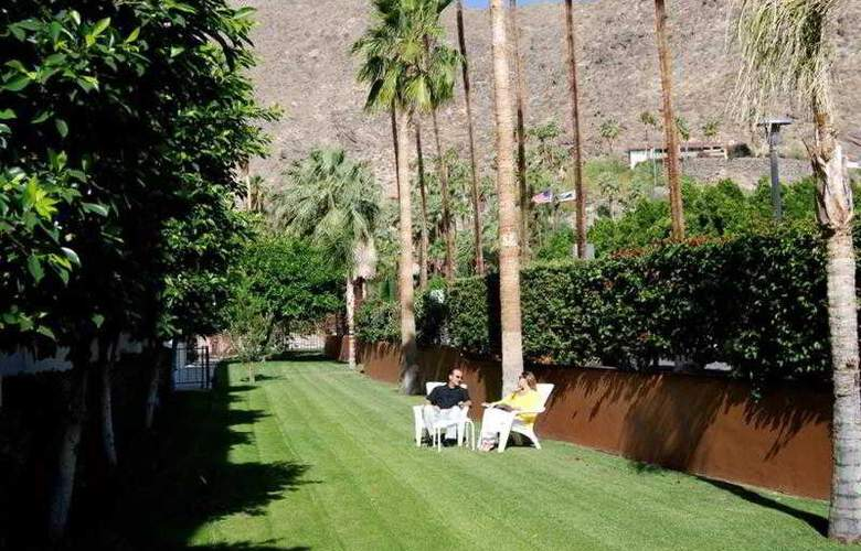 Palm Mountain Resort & Spa - Terrace - 13