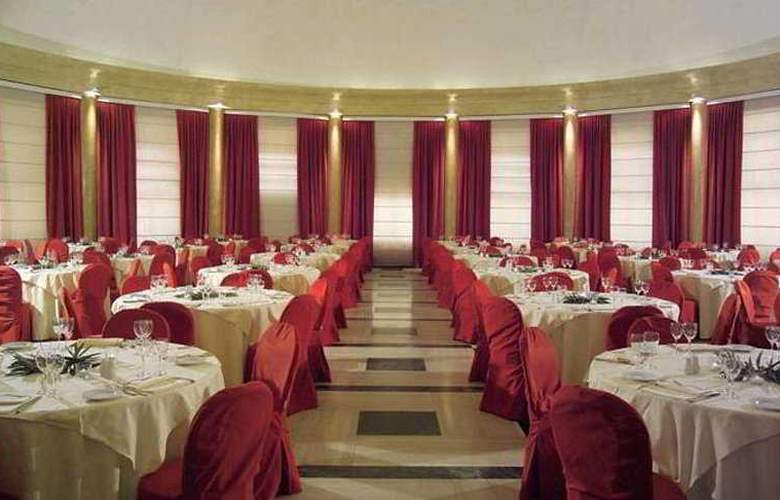 The Church Palace - Restaurant - 6