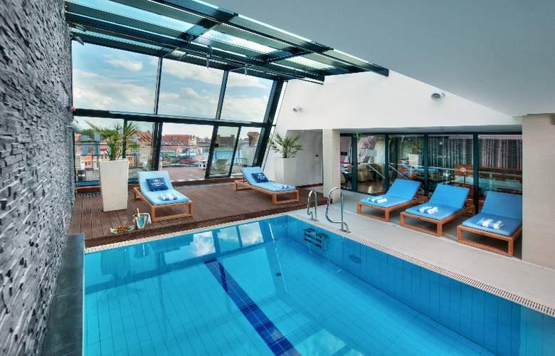 Hilton Gdansk - Pool - 10