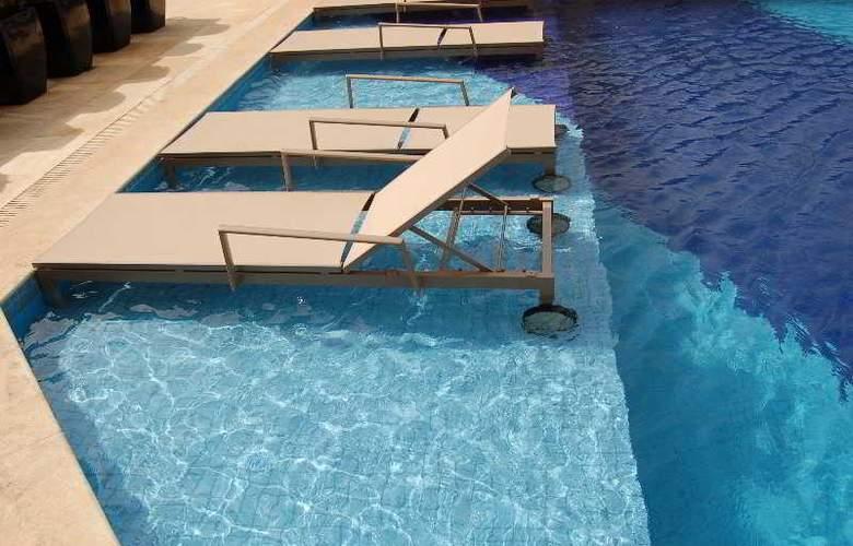 Cullinan Hplus Premium - Pool - 2