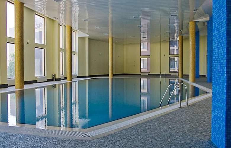 The Crown - Pool - 15