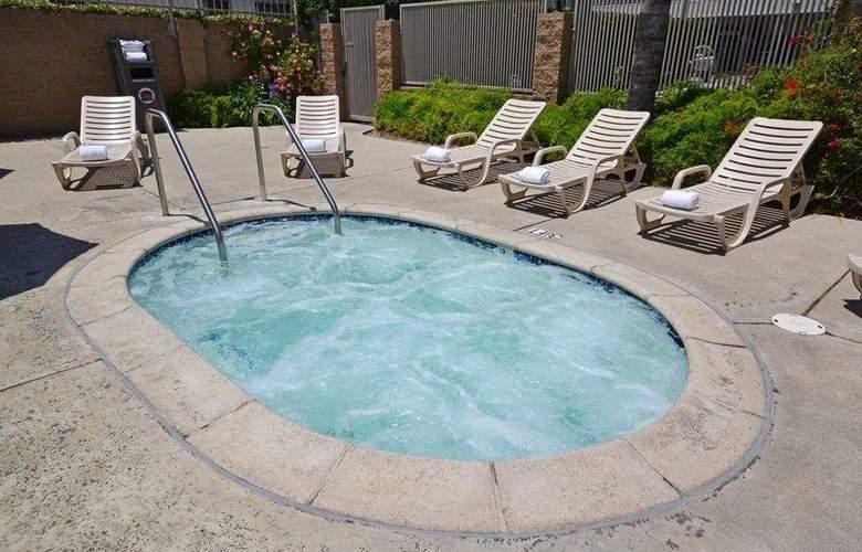 Best Western Airpark Hotel - Pool - 69