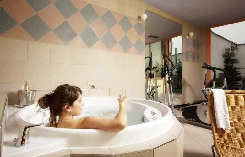 Luxury Family Hotel Bílá Labut - Sport - 8