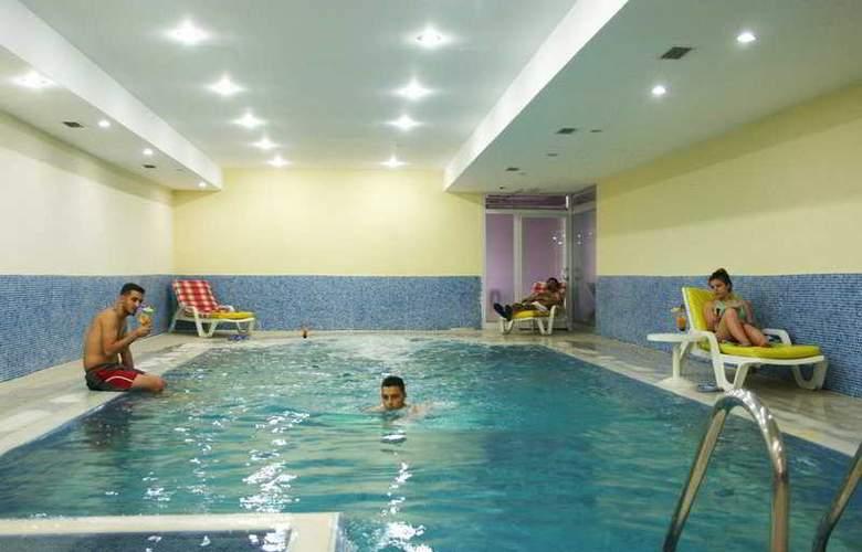 Sultan Sipahi Resort - Pool - 2