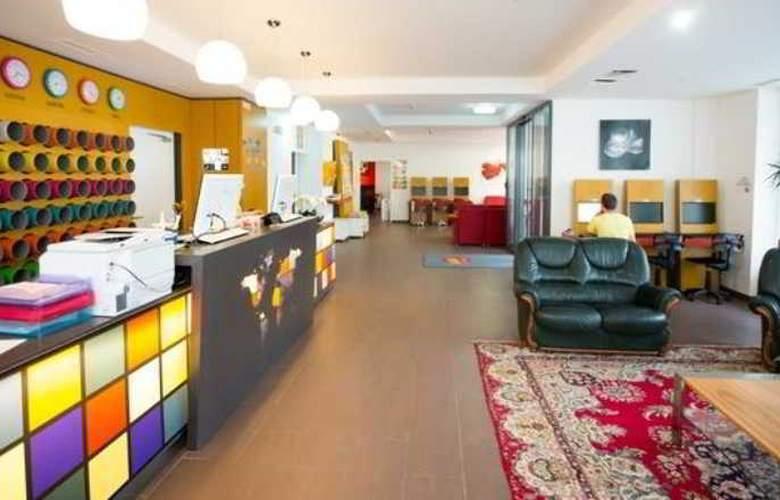 a&t Holiday Hostel Wien - General - 6