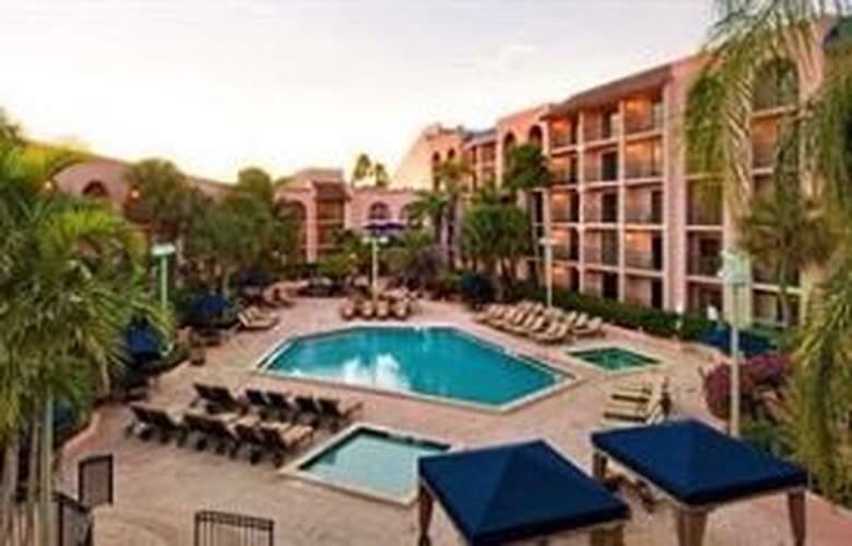 Wyndham Garden Hotel - Pool - 7