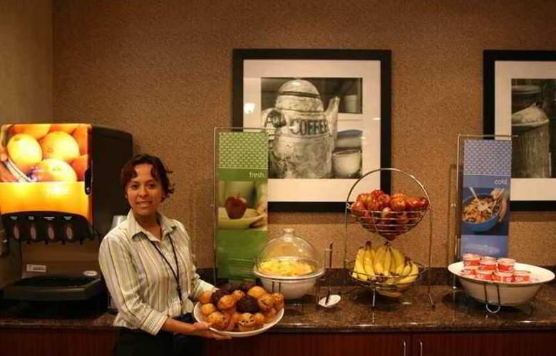 Hampton Inn Boston/Cambridge - Hotel - 4