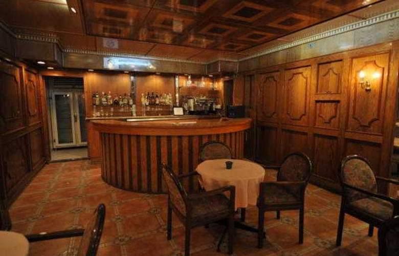 Capitol - Bar - 7