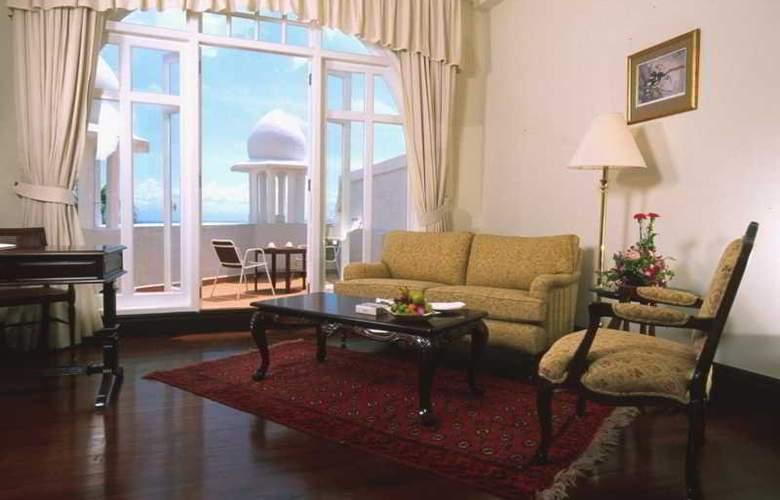 Eastern and Oriental Hotel Penang - Room - 13