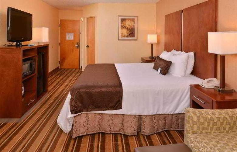 Best Western Plus Richmond Airport Hotel - Hotel - 40