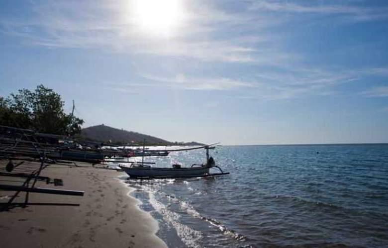 Adi Assri Beach Cottages Singaraja - Beach - 22