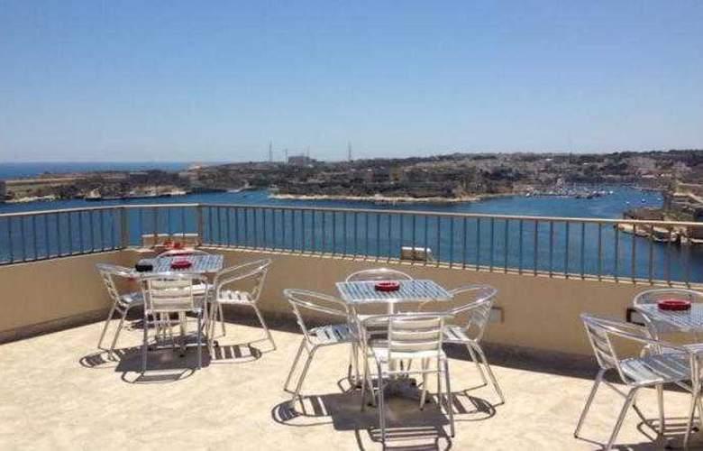 Grand Harbour - Terrace - 19