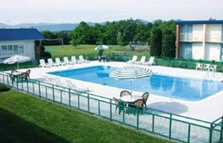 Quality Inn (Salem) - Pool - 7