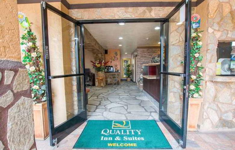 Quality Inn & Suites Near The Border - Hotel - 11