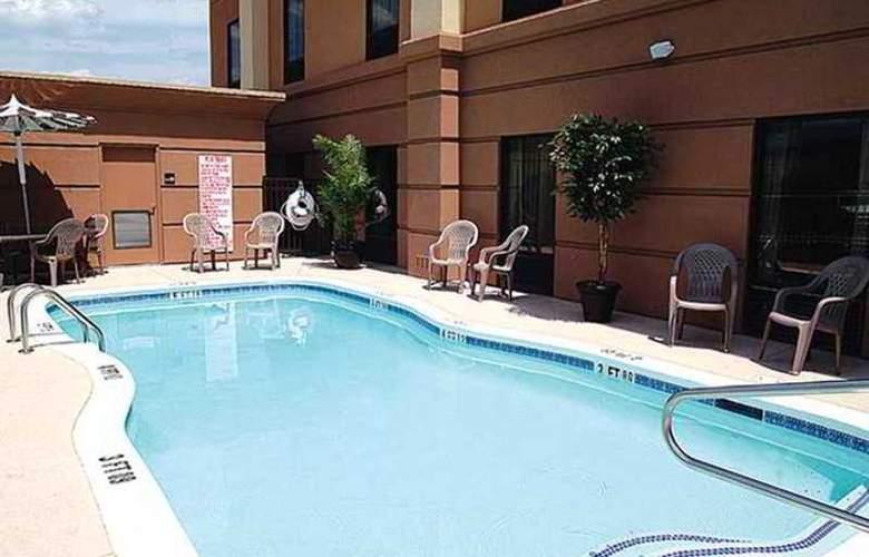 Hampton Inn Hinesville - Hotel - 1