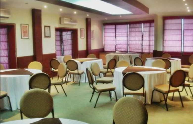 Siris 18 Gurgaon - Restaurant - 6
