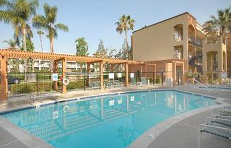 Quality Suites John Wayne Airport - Pool - 5