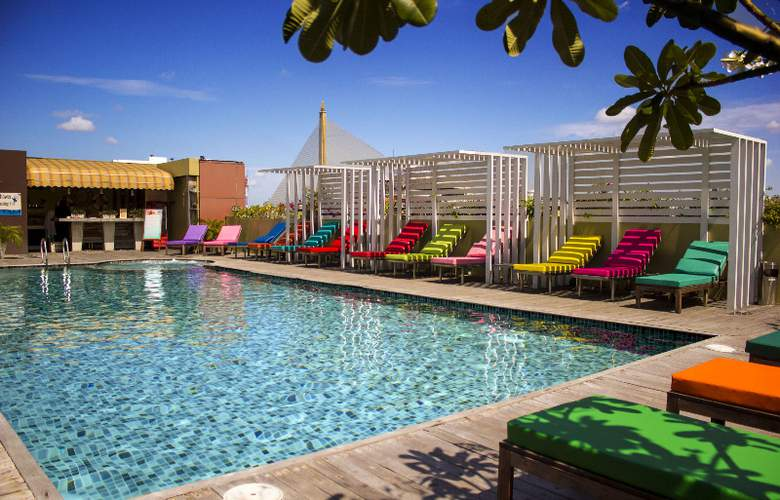 Nouvo City Hotel - Pool - 24