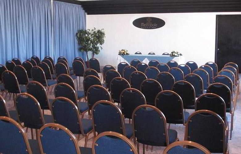 Metropole - Conference - 1