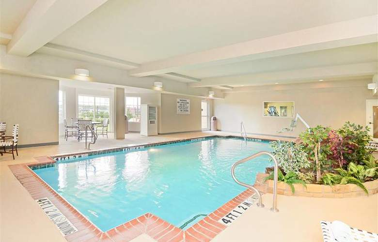 Best Western Plus Monica Royale Inn & Suites - Pool - 137