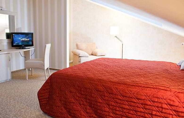 5th Corner Hotel - Room - 8