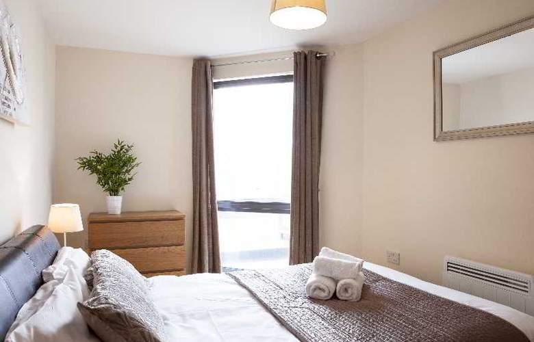 Cheltenham Plaza - Room - 16