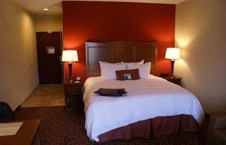 Hampton Inn & Suites Brenham - Hotel - 1