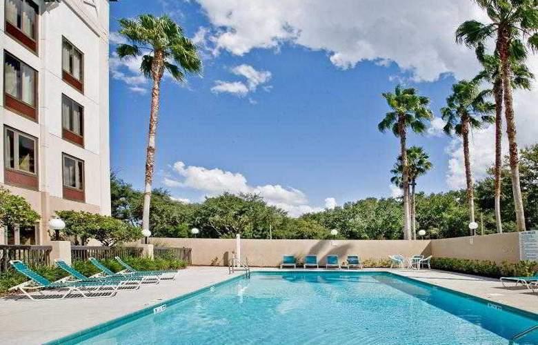 Holiday Inn Express Brandon Tampa - Pool - 22