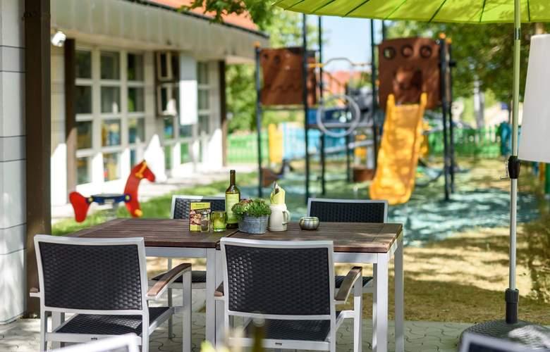 ibis Styles Hotel Regensburg - Terrace - 7