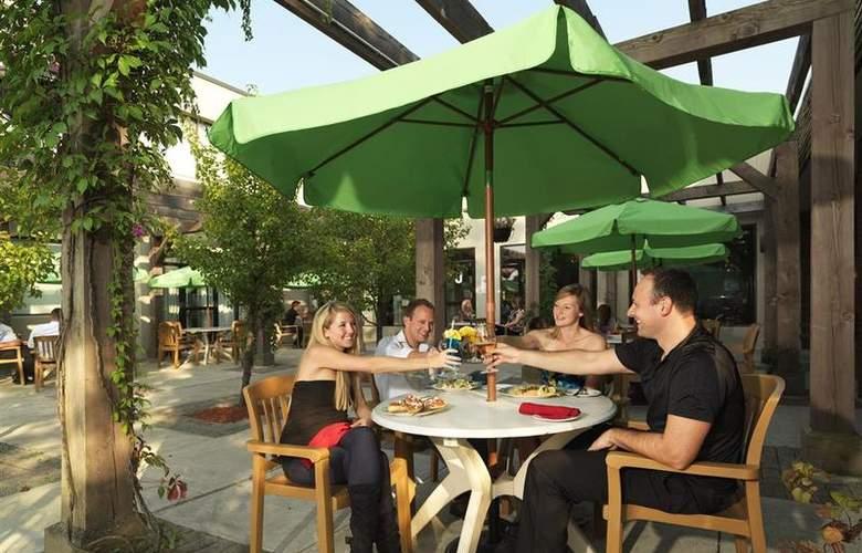Best Western Brant Park Inn & Conference Centre - Bar - 103