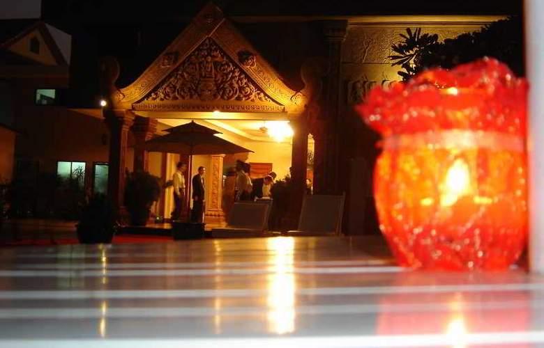 Imperial Garden Villa & Hotel Phnom Penh - Pool - 4