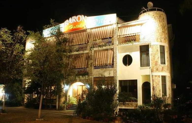 Baron - Hotel - 0