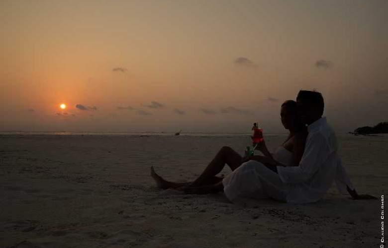 Palm Beach Resort & Spa Maldives - Hotel - 13