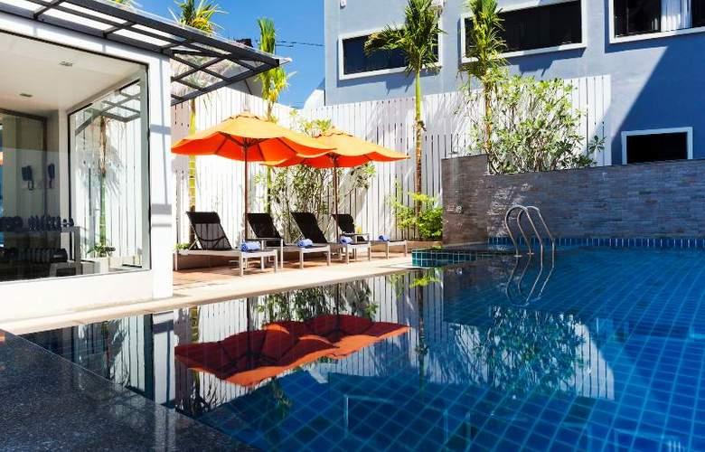 Aspira Prime Patong - Pool - 21