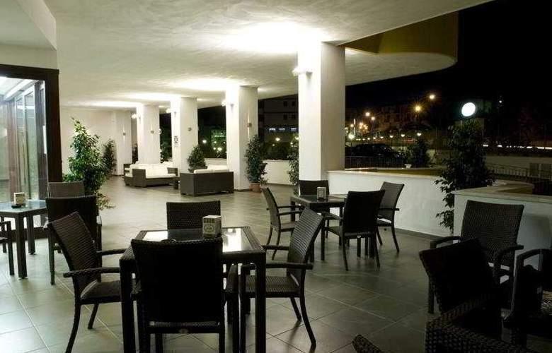 Grand Hotel Sofia - Terrace - 10