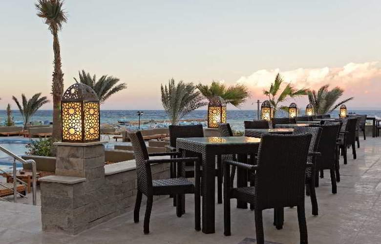The Three Corners Royal Star Beach Resort - Terrace - 41
