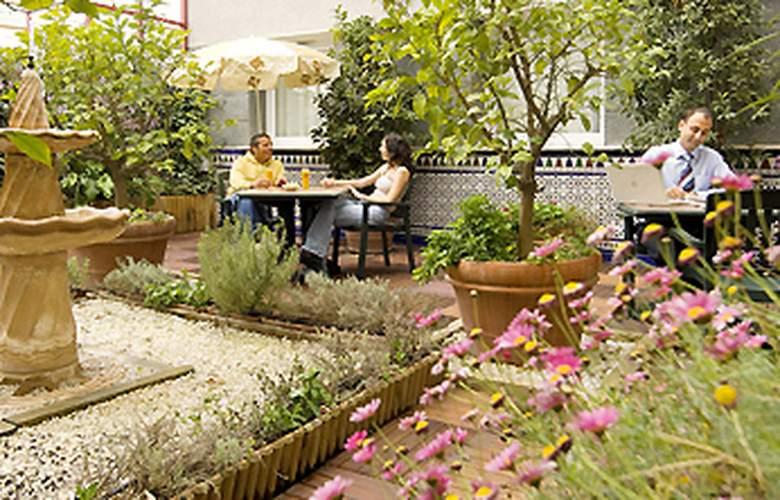 Ibis Granada - Terrace - 6