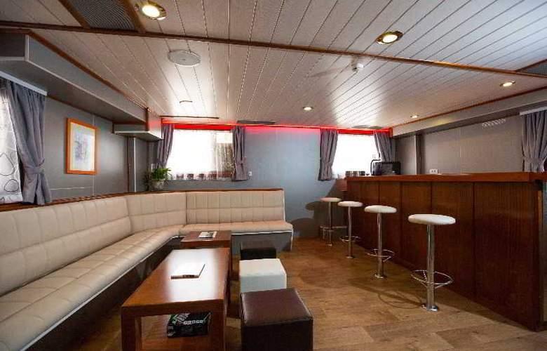 Cruise from Dubrovnik on M/S Leonardo - Bar - 12