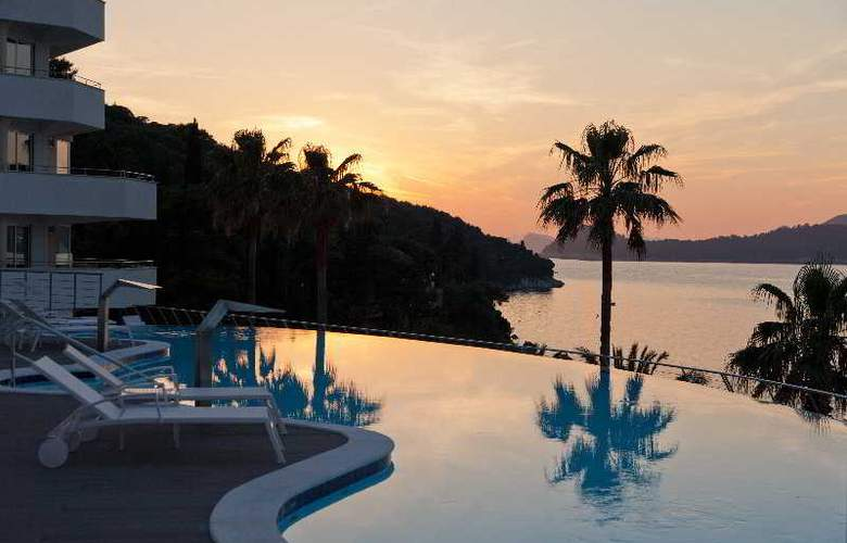 Lafodia Hotel & Resort - Pool - 9