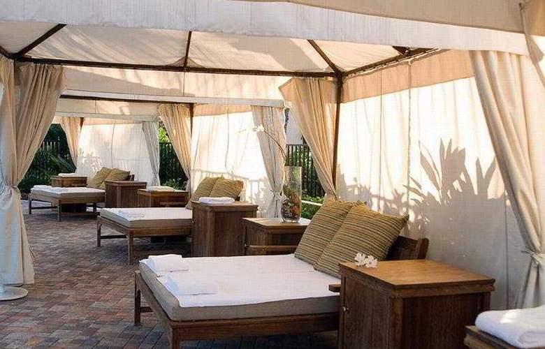 Naples Bay Resort - Terrace - 11