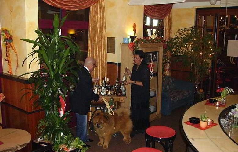 Azimut Hotel Nuernberg - Bar - 4