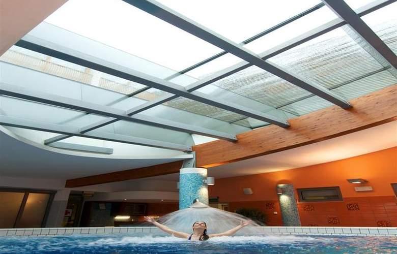 Best Western Premier Lovec - Pool - 39