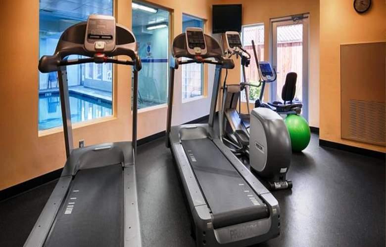 Best Western Plus Navigator Inn & Suites - Sport - 34
