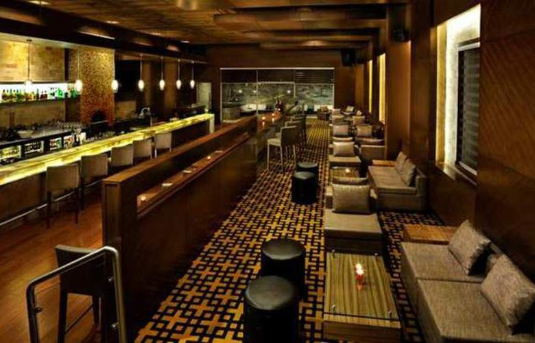 Doubletree by Hilton Gurgaon - Bar - 6